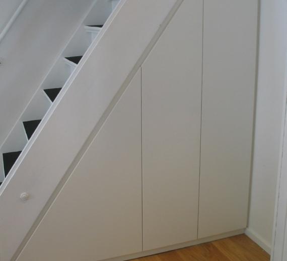 unter Treppe